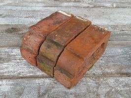 Reclaimed Red Stepped Bullnose Brick